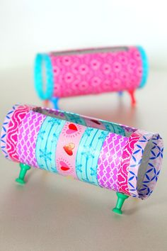 MATERIALS    1 toilet paper roll  washi tape  4 push pins  marker  cutter  craft scissors        DIRECTIONS     Place your phone over the t...