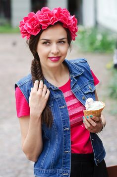 MaryPolka   A Fashion and Lifestyle Blog  #fashion #hairband #leather #leathershorts #mint #mintsandals #vest #denimvest #pinktop #tommyhilfiger #hm #roses #pinkroses #fashionblogger #style  #ootd #ring #jewelry #diamondring #streetstyle  https://aeryn-shein.squarespace.com/shop/circle-point-double-side-ring