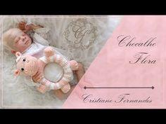 CHOCALHO FLORA Peacock Crochet, Amigurumi Tutorial, Knitting Videos, Baby Rattle, Baby Crafts, Amigurumi Doll, Crochet Dolls, Baby Toys, Free Pattern