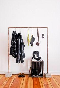garderobenständer DIY Kleiderständer selber bauen recyceln bodenbelag holz ähnliche tolle Projekte und Ideen wie im Bild vorgestellt werdenb findest du auch in unserem Magazin . Wir freuen uns auf deinen Besuch. Liebe Grüße Mimi