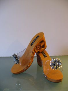 Betsey Johnson Carved Wooden  Sandals Size 8 by TheOldBagOnline on Etsy