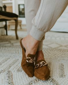 LAST CHANCE: Nordstrom Anniversary Sale items that won't go on sale for another year! - Mint Arrow #mintarrow #nordstrom #nordstromanniversarysale #fall #falloutfit #fallbooties #style #ootd #nsale Medium Sized Bags, Fall Booties, Nordstrom Sale, Beauty Must Haves, Plain Tees, Nordstrom Anniversary Sale, Girly Girl, Cute Shoes, Leather Satchel