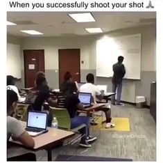 Really Funny Memes, Crazy Funny Memes, Funny Video Memes, Stupid Memes, Funny Relatable Memes, Haha Funny, Funny Posts, Hilarious, Twitter Quotes Funny