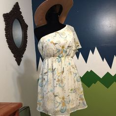 Super cute spring dress Worn but in good shape super cute and perfect for spring! I have no idea what brand it is so I tagged Anthropologie just for exposure. Bundle for a better price! Anthropologie Dresses Mini