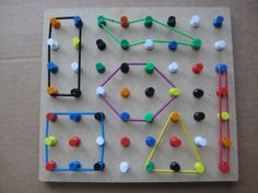 Make a geo board with thumb tacks and hair bands. Make a geo board with thumb tacks and hair bands. Motor Skills Activities, Preschool Learning Activities, Toddler Activities, Preschool Activities, Kids Learning, Geo Board, Teaching Aids, Busy Bags, Kids Education