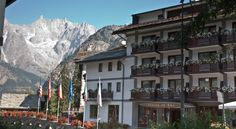 Cresta Et Duc Hotel Courmayeur Cresta Et Duc Hotel is a few steps from the historic centre and the pedestrian shopping street of Via Roma in Courmayeur. The ski lifts are just 200 metres away.