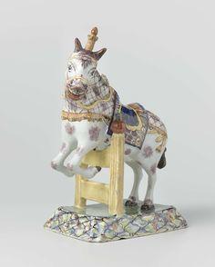 Anonymous | Pair of jumping horses, Anonymous, c. 1765 - c. 1785 | Dierenfiguur van faïence, voorstellende een over een hek springend paard.