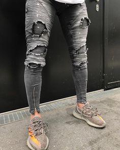 "3,249 mentions J'aime, 47 commentaires - Khurshed Nuriddinov (@khurshednuriddinov) sur Instagram : ""Painted Jeans @loyalkids_de #LKDS"" Ripped Jeans Style, Ripped Jeans Men, Super Skinny Jeans, Harem Pants Men, Khaki Pants, Denim Jacket Men, Men Shorts, Men's Denim, Denim Jackets"