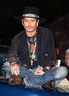 Johnny Depp from The Big Picture: Today's Hot Photos The A-lister is spotted introducing a screening of The Libertine at the Glastonbury Festival in England. Johnny Depp Characters, Johnny Depp Fans, Here's Johnny, Festivals In England, Bohemian Style Men, The Libertines, Chris Martin, Mick Jagger, Dakota Johnson