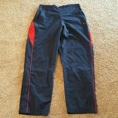 "EUC Nike Windbreaker Pants These are in great condition. Has 1/4 side zippers on both legs. Mesh lining and hidden drawstring. This is a size large with a 31"" inseam.  No trades on ANY listings. Nike Pants Track Pants & Joggers"