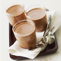 Découvrez la recette Yaourts maison au chocolat sur cuisineactuelle.fr.