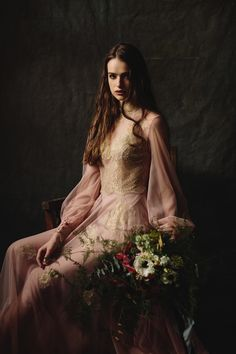 Nora Sarman / photo Pinewood Weddings / flowers Flóra Floral Botanical Atelier / dress Bach