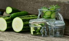 Zucchini is one of the very delicious vegetables & When it comes to storing vegetables, a common question that comes to our mind is how long does zucchini last? Low Sugar Smoothies, Zero Calorie Foods, Valeur Nutritive, Most Nutritious Foods, Eating Raw, Healthy Soup, Superfoods, Cucumber, Sauces