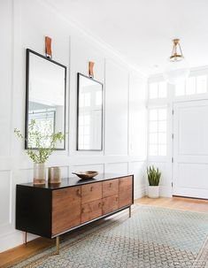 Entryway-Hall Interior Design with Home Decor Accessories. Photography: Tessa Neustadt Entryway-Hall Interior Design with Home Decor Accessories. Decoration Hall, Entryway Decor, Entryway Ideas, Modern Entryway, Entryway Lighting, Entry Foyer, Front Entry, Entryway Cabinet, Foyer Furniture