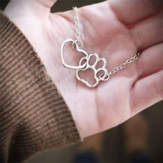 Admit it: your dog left its paw prints on your heart! The simplicity of our linked heart and paw necklace is all you need to convey the love you have for your furry companions. - Dog necklace - Dog necklaces - Dog stuff - Dogs Make Me Happy Dog Jewelry, Animal Jewelry, Jewelry Box, Jewelry Accessories, Jewelry Making, Jewellery, Heart Jewelry, Bling, Tattoos