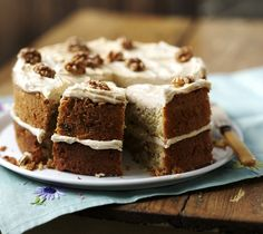 Coffee and walnut cake. This classic coffee and walnut cake is topped with an easy espresso-infused butter cream icing. Cake Recipes Bbc, Bbc Good Food Recipes, Sweet Recipes, Dessert Recipes, Coffee Icing, Coffee Cake, Coffee Mousse, Coffee Cream, Coffee And Walnut Cake