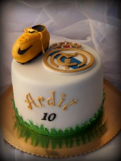 Soccer cake, Real Madrid Tarta Real Madrid, Real Madrid Cake, First Birthday Sign, 7th Birthday, Soccer Party Favors, Football Birthday Cake, Soccer Cake, Sport Cakes, Unique Cakes