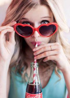 ©CamilleMarciano shooting retro heart glasses coke  fashion retro