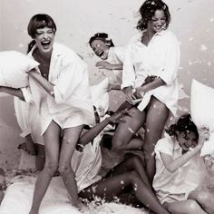 I want to take a pic like this with my girls. to fun.