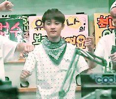 keke Kyungsoo you have such weird dance moves but when you dance like that you seem like a cute squishy~ keke <3 <3