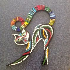 mosaic cat, whimsical cats, mosaic cats Keep the cutting of base shape in… Mosaic Tile Art, Mosaic Pots, Mosaic Garden, Mosaic Crafts, Mosaic Projects, Mosaic Glass, Glass Art, Stained Glass, Mosaic Mirrors