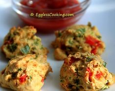 These colorful savory scones are low in fat and very easy to bake too. Eggless Scone Recipe, Paleo Breakfast, Breakfast Recipes, Scone Recipes, Indian Food Recipes, Healthy Recipes, Healthy Foods, Savory Scones, Savory Muffins