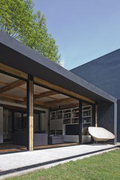 Construido por DCPP Arquitectos en Mexico City, Mexico Es un proyecto concebido bajo la premisa de reutilizar los elementos necesarios para materializar una obra arquitectó...
