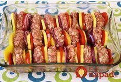 Mäsové guľky so zeleninou z jedného pekáča - Receptik. Pork Tenderloin Recipes, Food 52, Main Dishes, Sausage, Food And Drink, Baking, Dinner, Lifestyle, Decor