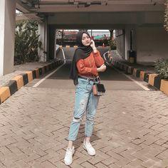 Modest Fashion Hijab, Modern Hijab Fashion, Street Hijab Fashion, Casual Hijab Outfit, Hijab Fashion Inspiration, Ootd Hijab, Hijab Chic, Teen Fashion Outfits, Muslim Fashion