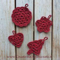 Christmas ornaments crochet (in Italian, but links to directions in English) Christmas Words, Christmas Wreaths, Christmas Crafts, Christmas Ornaments, Crochet Tree, Crochet Flowers, Thread Crochet, Knit Crochet, Holiday Crochet