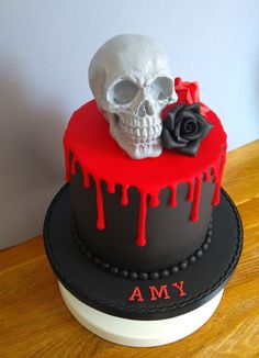 Grey Chocolate Skull with Sugar Roses, Goth Black and Red Drip Cake Bolo Halloween, Halloween Baking, Halloween Desserts, Halloween Cakes, Pretty Cakes, Beautiful Cakes, Amazing Cakes, Fondant Cakes, Cupcake Cakes