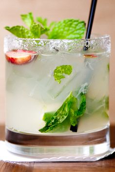 Recipe for Rose Geranium Mojito from Mixologist Lulu Almaguer of Madera – Menlo Park, CA Scented Geranium, Menlo Park, Flower Food, Edible Flowers, Summer Drinks, Mojito, Geraniums, Herbalism, Herbs