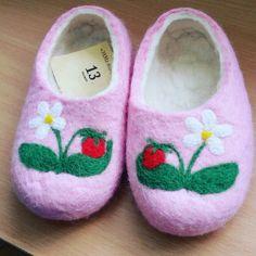Summertime. Pink. Slippers for kids