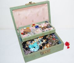 Hey, I found this really awesome Etsy listing at https://www.etsy.com/listing/218232498/vintage-jewelry-destash-with-box
