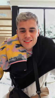 Justin Bieber as covers for J Balvins album colores A thread Justin Bieber Wallpaper, Justin Bieber Lockscreen, Justin Beiber Hair, Justin Bieber Smile, Justin Bieber Fotos, Justin Bieber Pictures, Justin Bieber Twitter, Justin Baby, Justin Hailey