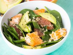 SUPERFOOD SALMON SALAD In just 15 minutes, you can have a delicious salmon salad! Not only super tasty, it also has healthy components like grapefruit, quinoa and avocado.Courtesy of Amanda Riva of The Hot Plate. Quinoa Recipes Easy, Salmon Salad Recipes, Lunch Recipes, Seafood Recipes, Healthy Recipes, Healthy Foods, Meal Recipes, Fish Recipes, Gourmet
