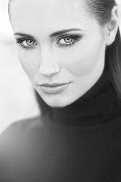 Claire Forlani. Love the eyes.