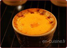 Recette flans de potimarron au Thermomix     150 g de pommes de terre     3 oeufs     400 g de lait     80 g de crème liquide allégée     30 g d'emmental     20 g de Comté     600 g de potimarrons     sel     poivre