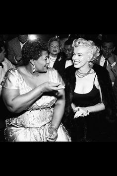 How Marilyn Monroe & Ella Fitzgerald broke the Color Barrier at the Mocambo Night Club. Photo: Marilyn Monroe with Ella Fitzgerald at the Mocambo. A popular Hollywood night club at the time that w. Ella Fitzgerald, Marilyn Monroe, Marilyn Film, Tony Curtis, Divas, Marlene Dietrich, Hollywood Night, Old Hollywood, Rupaul