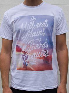 Des milliards de Mains sur des Milliards d'Épaules t-shirt by FAUVE≠