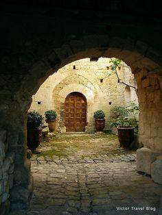 Oppede le Vieux, Provence, France. www.victortravelblog.com/2012/08/14/authentic-provence-cities-gordes-roussillon-sault/