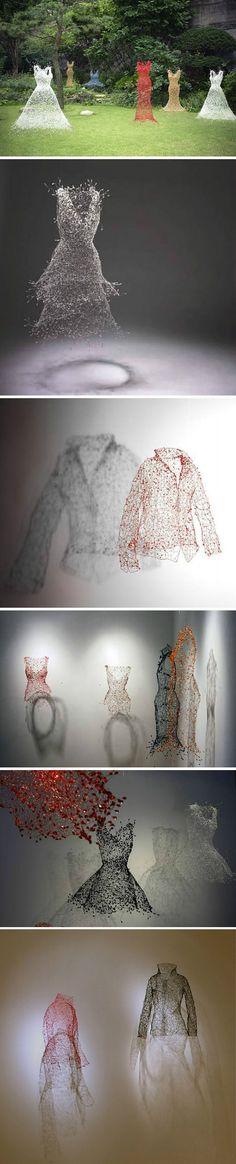 Korean artist Keysook Geum used iron wire to made this evening gown installations.【有生命的衣服】韩国艺术家Keysook Geum仅仅用铁丝完成了这组生动而轻盈的晚装雕塑系列。泡沫一般的悬浮着。看不见衣服的主人,但这些衣服却仿佛是活的。