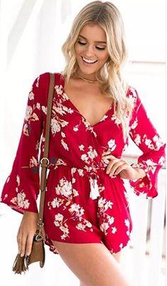 Macacão Curto Floral Decote V - Compre Online | DMS Boutique