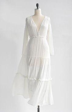 Feminine Romantic Boho White Dress / Romantic Boho White Dress / Midsummer Dream Dress Source by Dresses White Boho Dress, Edgy Dress, Casual Dresses, Fashion Dresses, Maxi Dresses, Floral Dresses, Feminine Dress, Cute White Dress, Wedding Dresses
