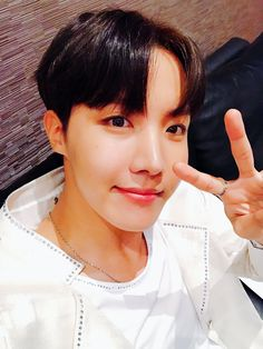 BTS Twitter [170430]  Trans : @BTS_twt : Totally awesome!!!! Jakarta!!! Thank you~  [J-Hope]