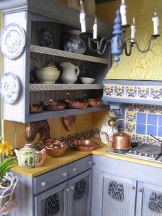 Susan's Miniatures dollhouse miniatures