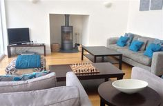 4 Bedroom Home in Cirencester to rent from £900 pw. With balcony/terrace, Log fire, TV and DVD.