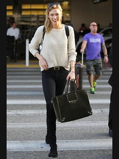 Star Tracks: Friday, February 20, 2015   MODEL CITIZEN   Is she en route to the Oscars? Karlie Kloss stays between the lines at LAX on Thursday.
