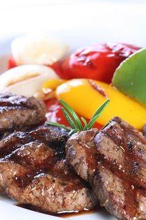 Jehněčí Univerzální, velmi složitá a vyvážená směs koření určená zejména pro přípravu jehněčího masa. Obsahuje česnek, pepř, nové koření, bobkový list, ... Korn, Steak, Beef, Meat, Steaks