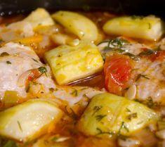 Mancare de pui cu dovlecei Romanian Food, Romanian Recipes, Pasta Carbonara, Good Food, Yummy Food, Arabic Food, Potato Salad, Zucchini, Shrimp